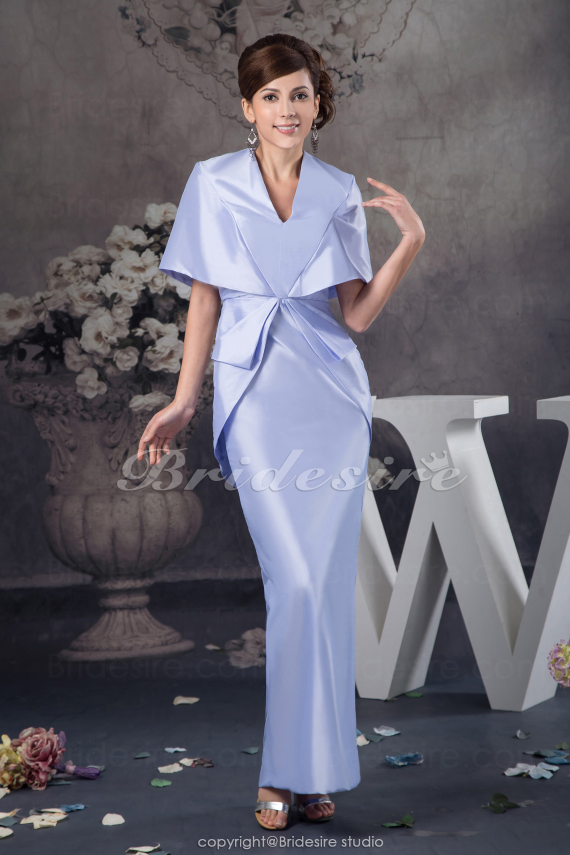 Sheath/Column V-neck Floor-length Half Sleeve Satin Dress